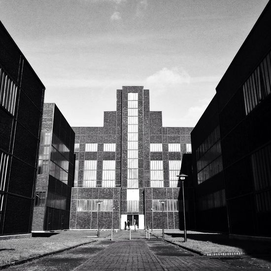 ...i'm wide eyed and so damn caught in the middle Architecture_bw Architecture Ruhrgebiet EyeEmBestPics