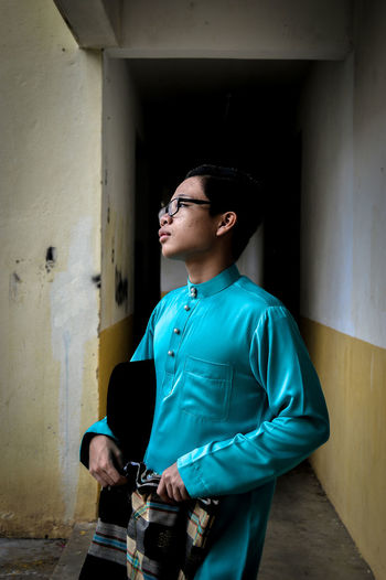 Young man wearing kurta while standing on footpath