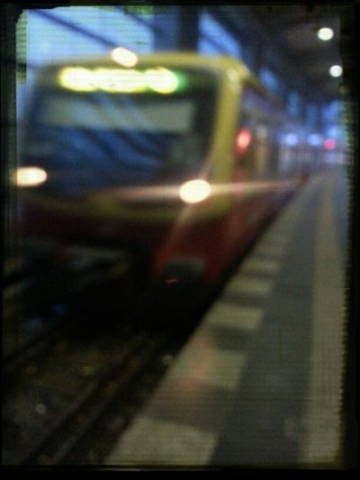 Snapshot Train Train Station Waiting For A Train S-bahn Bahnhof Schnapschuss AddictivePicsBLN