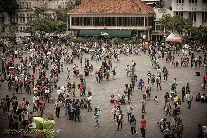 Ramai Riuh Batavia. @human_interest.id @huminesia @pewartafotoindonesia @pfijakarta @fotograferindonesia @indonesia_photography @infia_fact @1000kata Humaninterestindonesia Hi_idindonesia Info_hiid Indonesia_photography Photo Photooftheday Photos Photochallenge Photographer Photoftheday Photograph Photoshop Photoofday Photobooth Photoadaychallenge Photobomb Photoshoot Phototag_it 1000kata Photolocker Photocollage Photooftheweek Photodaily Photogram Photoparade photoday photomafia photowall snapthescene creativeandfunphotography