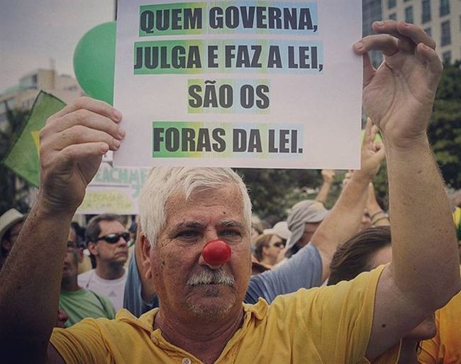 "On the poster: ""Who governs, and makes the laws, are the outlaws"". Protest outside Dilma Rousseff, in Rio de Janeiro, Brazil. . Foto: Ale Silva Photography Photo Pics Hashtagsgen Picture Snapshot Picoftheday Foradilma Forapt Focofixo NYC Photooftheday Color All_shots Exposure Composition Focus Capture Moment Photographer Canon Canon_official Everydayusa Composition Focus everydaybrasil capture everydayeverywhere"