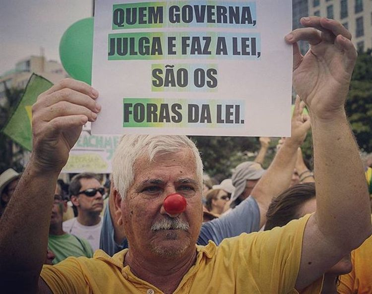 """On the poster: """"Who governs, and makes the laws, are the outlaws"""". Protest outside Dilma Rousseff, in Rio de Janeiro, Brazil. . Foto: Ale Silva Photography Photo Pics Hashtagsgen Picture Snapshot Picoftheday Foradilma Forapt Focofixo NYC Photooftheday Color All_shots Exposure Composition Focus Capture Moment Photographer Canon Canon_official Everydayusa Composition Focus everydaybrasil capture everydayeverywhere"""