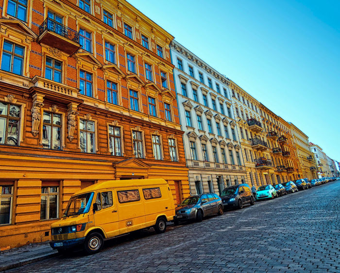 Get in line! The Street Photographer - 2016 EyeEm Awards Berlin Germany Deutschland City City Life Cityscapes Cars Architecture Architecture_collection Streetphotography Street Leading Lines Colourful Outdoors Sunshine Stadtleben Holiday Enjoying Life Yellow Buildings Design Urban Geometry Urban Rsa_streetview