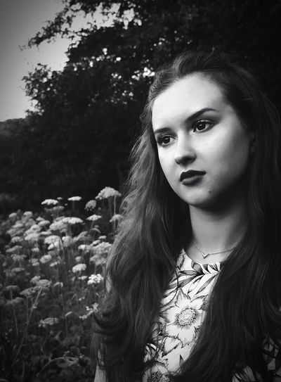 So here we've got another B&W Portrait of Ella! - whose 18th birthday is tomorrow btw 🎉💐❤️ Photography BWlovers Summer2015 Flowers Fujix10 Joliefille Bff
