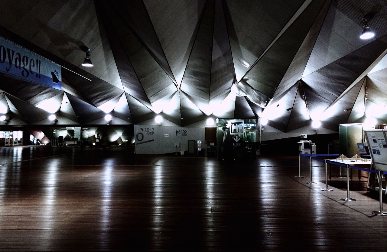 indoors, ceiling, illuminated, architecture, built structure, no people, modern, day