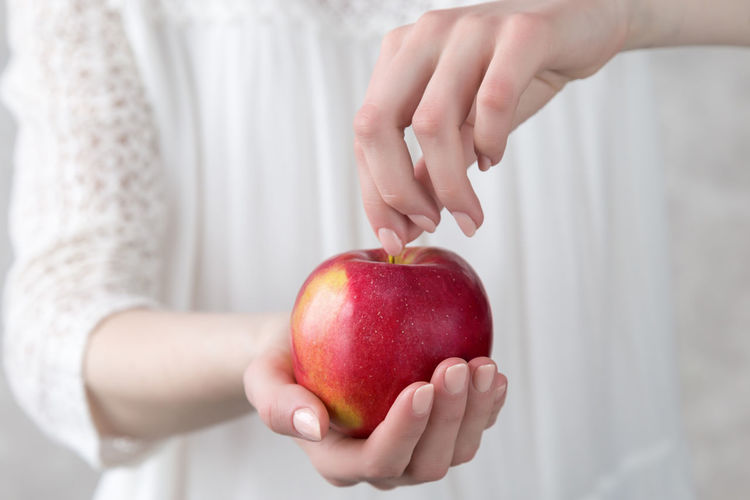 girl holding a red apple in her hand Give Stretch Out A Hand Shop Vitamin Ripe Juicy Fresh Unrecognizable Person Girl Healthcare Calories Calorie Lose Care Nutrition Health Slimming Slimness Overeating Fall Autumn Vegetarian Vegan Clean Eating Healthy Weight Female Hold Hands Choice Weight Loss Losing Weight Overweight Dieting Diet Slim Crop  Harvest Closeup Holding Freshness Fruit Wellbeing Food And Drink Healthy Eating Food Hand Apple Red Apple