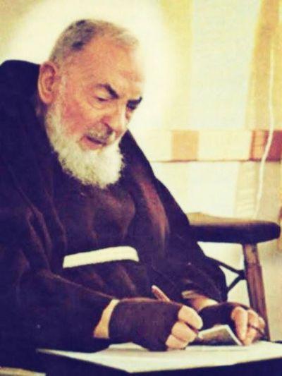 sao Padre Pio, rogai por nos.
