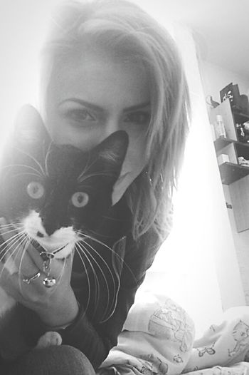 Cat Cat♡ Kitty Kitty Cat Photo Bomb Creepy Face Big Eyes O.O Girl And Cat