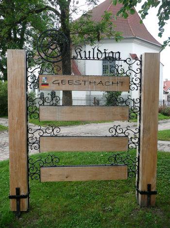 Geesthacht Grassy Kuldiga Kuldīga, Latvija Partnerstadt Signpost Twin City Twin Town