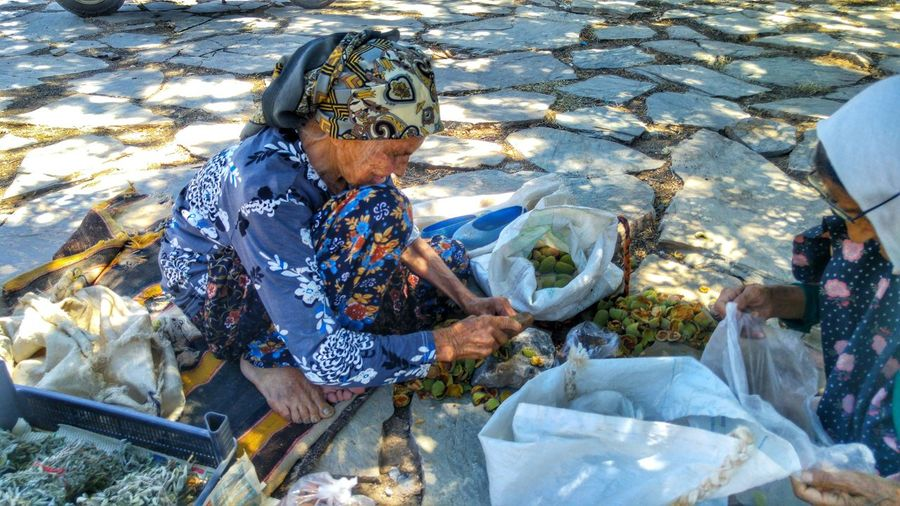 Old womens in datca..never stop working..i ask her age ..she told 95..oh my god💚💚💚👍😄😍 Oldwomen Taking Photos Hanging Out Check This Out Cheese! Relaxing Hi! Enjoying Life Natural Beauty Feel The Journey Nature Datça Holiday Swimming Longway
