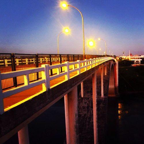 Puentedelaamistad Ciudaddeleste FozDoIguaçu Fozeassim Iguassucool Coisasdafronteira Night Puente Light Sky Bridge Great_captures_paraguay Great_captures_americas Great_captures_brasil