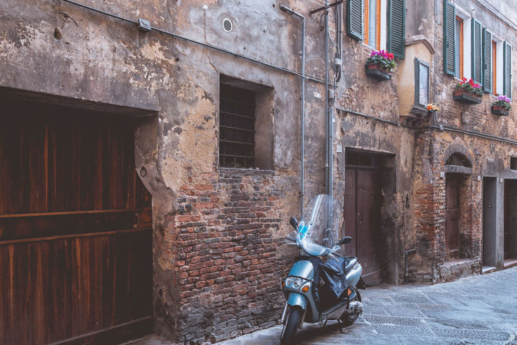The beautiful town of Siena in the middle of Tuscany, Italy. Built Structure Architecture Building Exterior Italy Siena Tuscany Architecture Travel Destinations Historic Cobblestone Old Buildings Old Town Piazza Street Life Amazing View Europe Houses Simplicity