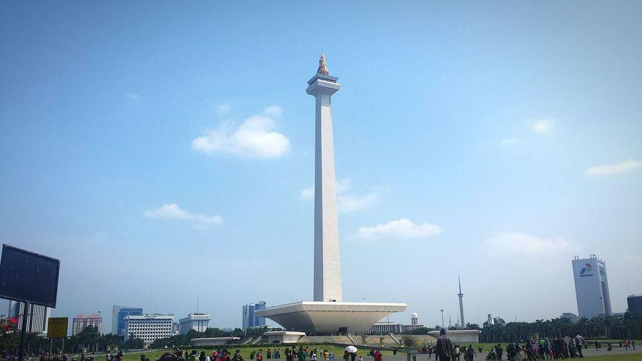 Monument Blue City Sky Travel Destinations Day Outdoors Monas Monumennasional Jakarta Indonesia Indonesian Street (Mobile) Photographie INDONESIA