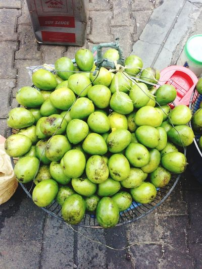 Mangoes Food Market Green Color Healthy Eating Fruit Street High Angle View Outdoors Day Freshness No People green mangoes Green Mangoes Filipino Fruit
