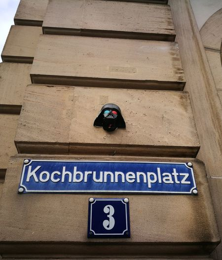Stadt Straße Taunusstraße Kochbrunnen Fim Kino Movie Starwars Krieg Der Sterne City Urban Street Darth Vader Science Fiction Architecture Close-up House Building Wall Streetphotography