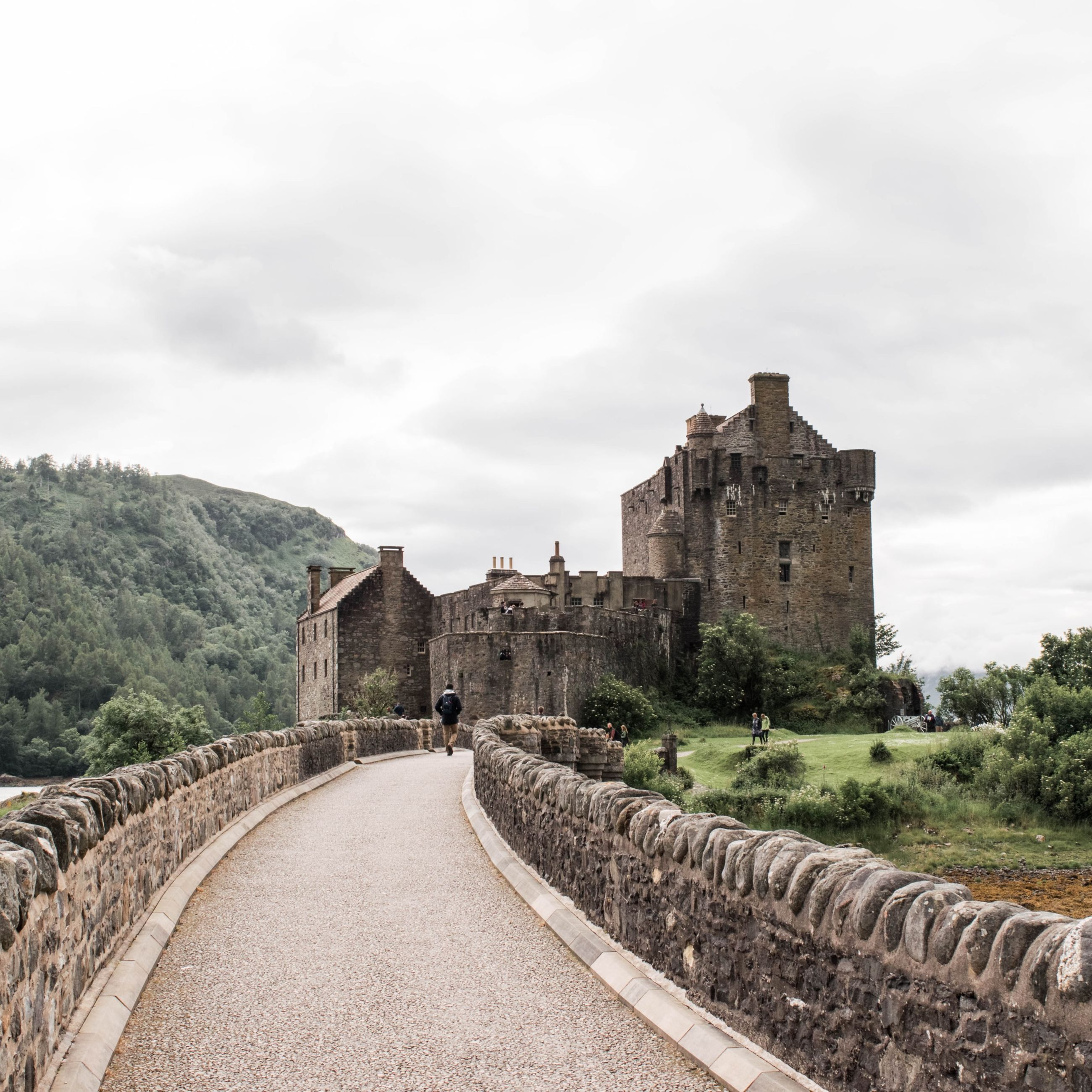 architecture, built structure, history, sky, building exterior, ancient, the past, famous place, the way forward, travel destinations, arch, cloud - sky, old ruin, travel, tourism, old, ancient civilization, incidental people, day, international landmark
