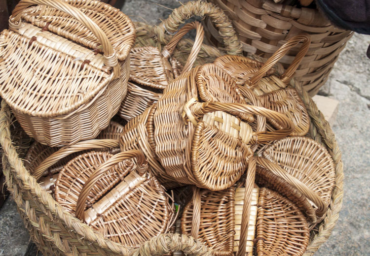 Crafts Objects Shopping Abundance Art Craft Artcraft Artesania Basket Basket Case Close-up Craft Day Hamper High Angle View Large Group Of Objects No People Outdoors Pannier Rural Scene Shop Straw Basket Street Shop Street Shopping Whicker