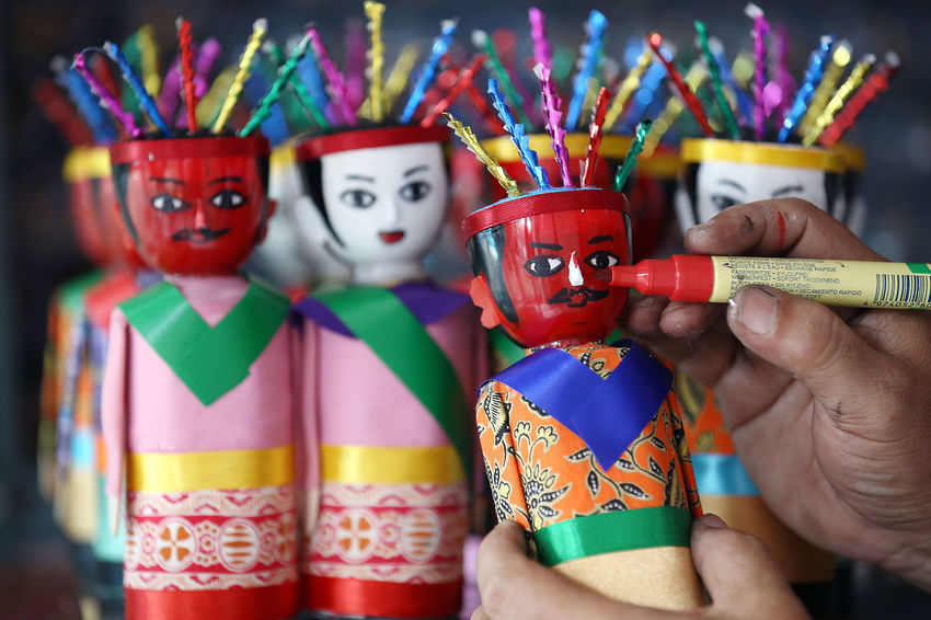 Ondel-ondel Betawi Ondel-ondel Ondel Betawi Culture Tourism Destination World International Jakarta INDONESIA Getty Images Boneka Dolls Doll Sell Selling Sellphotos Human Hand City Multi Colored Portrait Arts Culture And Entertainment Performance Celebration Looking At Camera Disguise Tradition