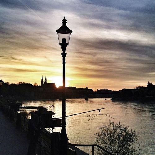 Wunderschöner Sonnenuntergang in Basel am Rhein sunset switzerland schweiz river münster