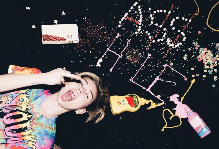 Miley Cyrus Smiler Bangerz Photoshoot