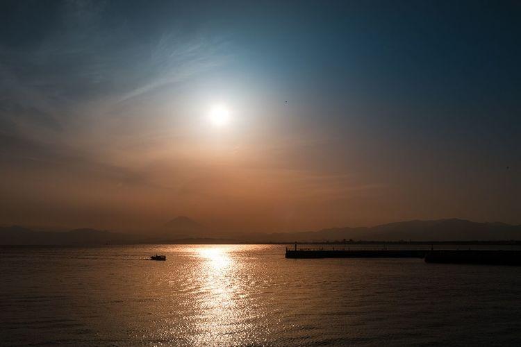 Kamakura/Enishima with beautiful view of the mountain Fuji ❤️ Sunset Water Sea Sun Reflection Sky Beauty In Nature Travel Destinations Japan Kamakura Enoshima Landscape EyeEm Of The Week Horizon Over Water Sunlight Nature The Week Of Eyeem The Great Outdoors - 2017 EyeEm Awards