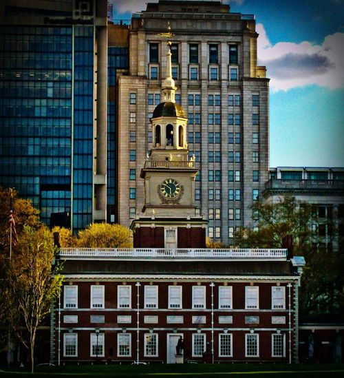 Philadelphia Independence Hall America Freedom American Flag Clock Tower Clock Independence Independence Hall Philadelphia Philadelphia Pennsylvania Philadelphia Downtown City City Cityscape Façade Clock Tower History Sky Architecture Building Exterior Built Structure Statue Town Square Tower