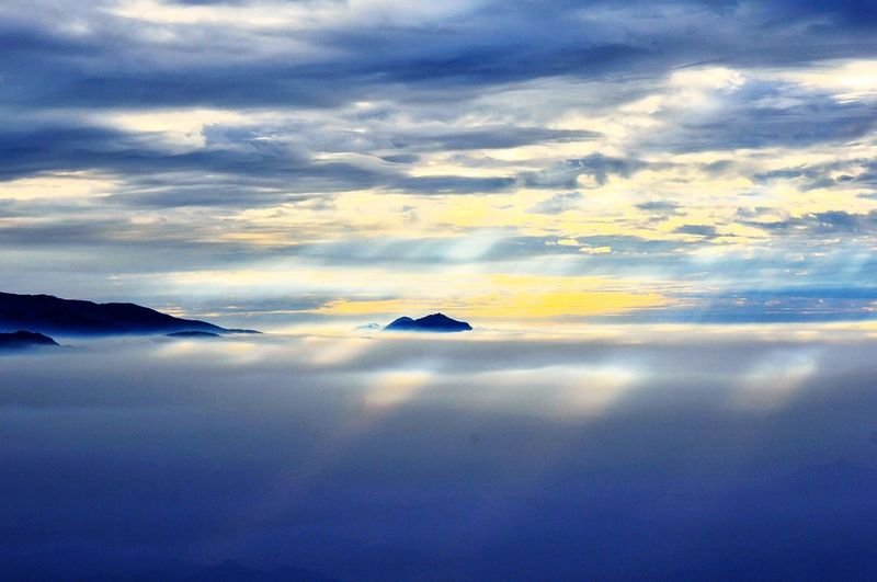雲中島 Sunset Cloud - Sky Cloud - Sky Tranquil Scene Beauty In Nature Scenics Tranquility Sky Nature No People Sunset Water Outdoors Day Sea Mountain
