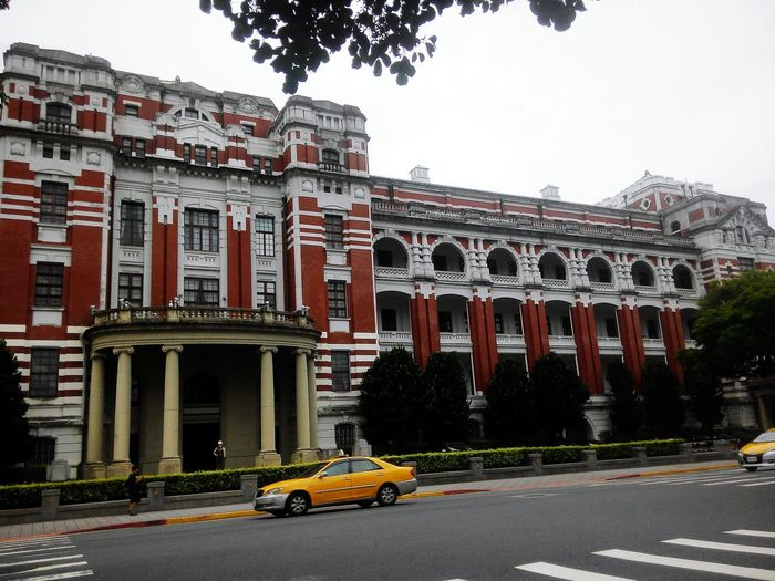 Presidental Palace History The Past Travel Destinations Car Ancient Architecture Travel Outdoors Yellow Taxi City Day No People Ancient Civilization Sky Building Building Story Taipei,Taiwan Street Photo Presidental