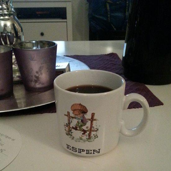 Nyter kveldskaffen, i min 25år gamle kopp :-) Nostalgi