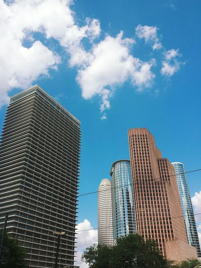 Cityscapes Htx Downtownhouston Dthtx Skyscrapers In The Clouds Skyscrapers Houston Texas Downtown Houston Beecreative Rickygeephotography