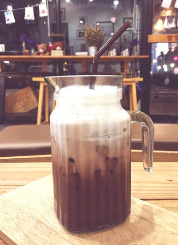 Slow Life with Little Sweet Iced Cocao at Huahin, Thailand Cocao Ice Sweet Drinking Drinks Huahin Thailand Slow Life Chill Chilling Food And Drink Foodphotography Delicious Cool Great