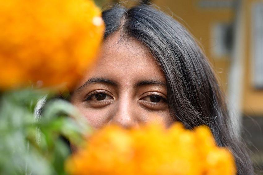Raíces, colores, sabores, olores y texturas; pero sobre todo, recuerdos de amor. Diademuertos Tradition Picoftheday Instagramers Nikon Nikonphotos PortraitPhotography Portrait Mexico MexicanGirl Mexicana Mexico🇲🇽 Retratos Retratofeminino Retratosmx Mexigers Mexigersmx