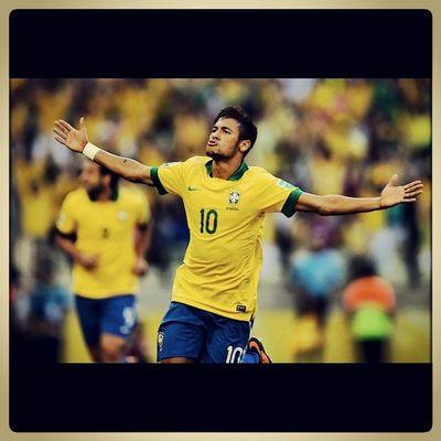 Poxa, não tem nem oq falar, Neymar fora da Copa, a esperança de uma nação....é meio inacreditável saber que sairá assim desse jeito e tão perto do objetivo....mas agorah isso td será por vc...tu é um craque e gênio, terão muitas outras oportunidades.... Forçaneymar BrasilContigo Rumoaohexa