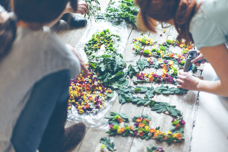 Florists making flower decoration Day Decoration Decorator Florist Flower Flowers Freshness Friendship Handcraft Handmade Human Hand Lifestyles Making Nature People Real People Togetherness Women