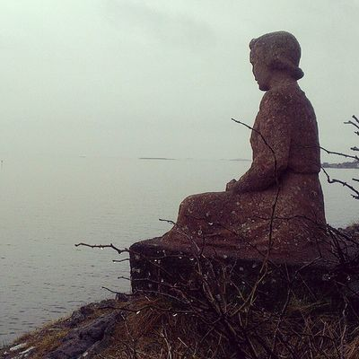"""Damå"" - ""The lady"" Waiting and worrying, praying and hoping; will he be back from the sea? Hope Sea Ilovenorway Ilovenorway_m øreogromsdal droidedit love"