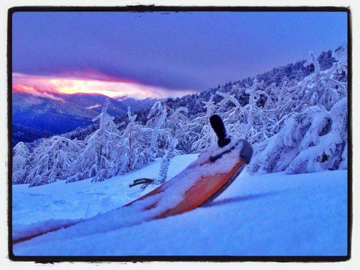 Buena Manera De Acabar El Día: Entreno Vespertino #esquídemontaña #skimountaineering #peñalara #mountain #training #cotos #gasss #atardecer #candilazo #sunset #ilovemountain