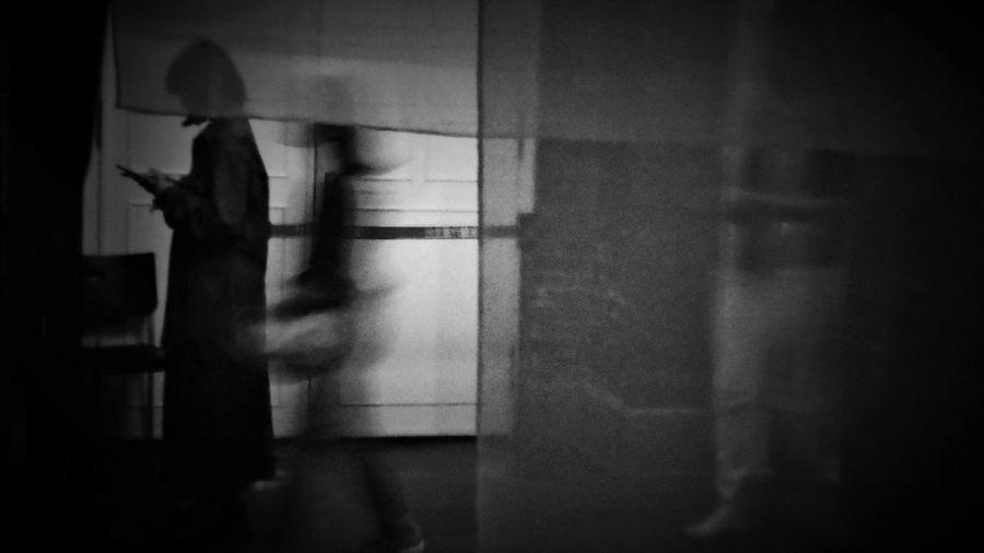 2018/4/1 街拍獵影 於臺北當代藝術館---「晃│影-史帝夫 ‧ 麥柯里個展」 Taiwan Museum Bw_lover Bw BW_photography B&w Photo B&w Bw Photography B&w Photography Bwphotography Streetphotography Street Street Photography Streetphoto_bw Street Scene Streetphotography_bw b&w street photography Halloween Shadow Focus On Shadow EyeEmNewHere