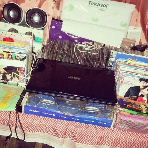 Gmna kerjaan kantor mw kelar ... lappie dikelilingi koleksi kst dvd berbau negri gingseng aka korea Kpopers Sejati Dari Umur 15th ampe mw umur 24th ... tepokjidadjenonk