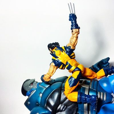 """I'm puttin' ya down, bub."" Marvel Marvellegends Marvelcomics Wolverine Logan Thebestatwhathedoes Xmen Mutant Apocalypse Ageofapocalypse Ensabahnur Thefirstone Toys Toyphotography Toypizza Toysarehellasick Toycollector Toycommunity Toycollection"