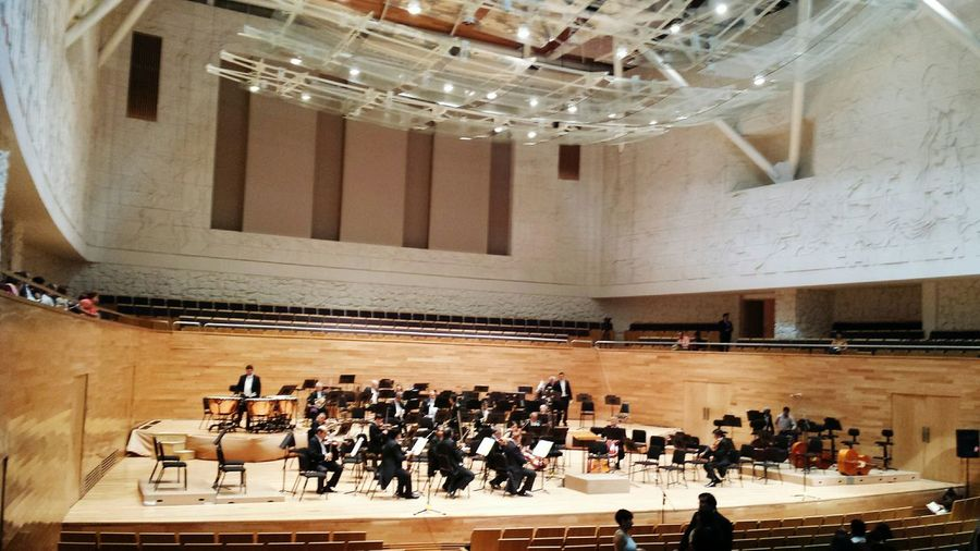 Últimos detalles, a punto de comenzar. Concierto de Aranjuez, Orquesta Sinfónica de Xalapa.