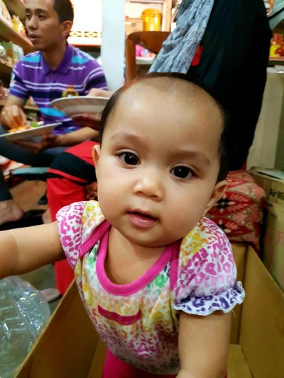 "My little niece is inside the box 😅 ""Malaysian kid"" Portrait Representing Child Childhood Looking At Camera Girls Togetherness Females Baby Cute EyeEmNewHere"