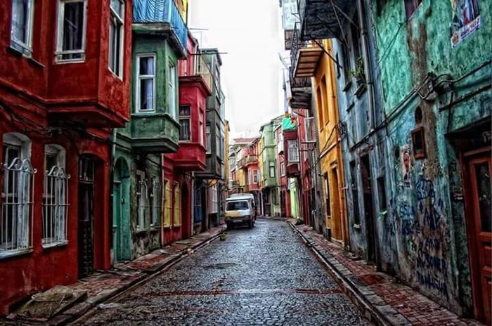 İstanbul's streets and it's homes. Istanbul Turkey Architecture City City Life Street Building Exterior Istanbulove Istanbullife
