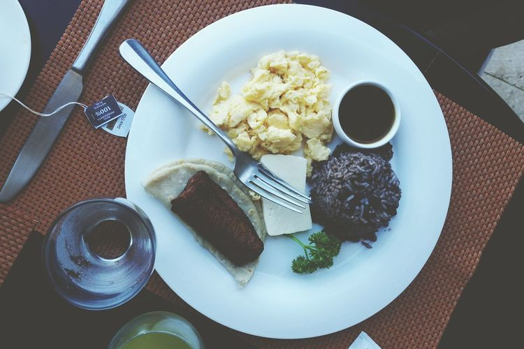Food Plate Food And Drink Table Healthy Eating No People Ready-to-eat Breakfast Tico Desayuno Gallo Pinto Traveldiaries Traveldeeper Costa Rica Happiness Travelphotography Dine Tableware Eat Brekkie Eggs For Breakfast Hotel Morning Morning Light Sunny Day