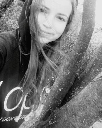 That's Me Me Rain Sun Aprilweather Longhair BrownHair Green Eyes Chill Hi!