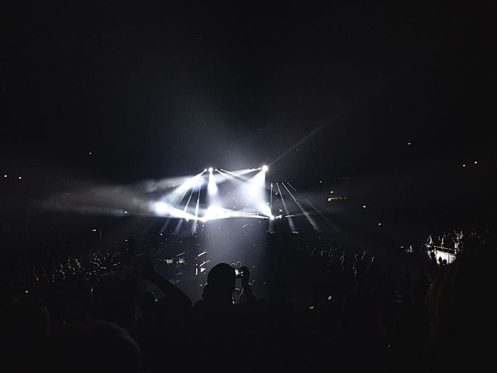 Disclosure Concert Vibrant Atmosphere High Contrast Capturing Moments  Slice Of Life White Light Eletromusic Deephouse Mediolanum Forum Mass In Movement Waving Concert Photography Wild Youth Learn & Shoot: After Dark