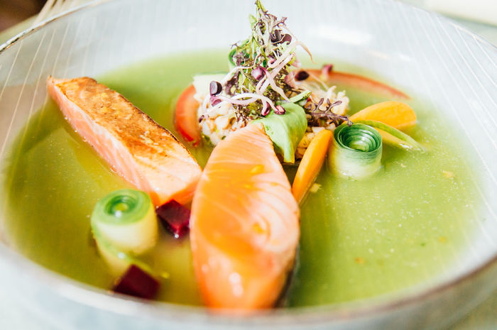 Gurkensuppe Vorspeise Appetizer Appetizing  Close-up Cold Soup Cucumber Soup Day Food Food And Drink Freshness Healthy Eating Indoors  Kalte Suppe Marinade No People Plate Ready-to-eat Salmon Salmon - Seafood Salmon In Cucumber Soup Salmon Sushi Soup Starter