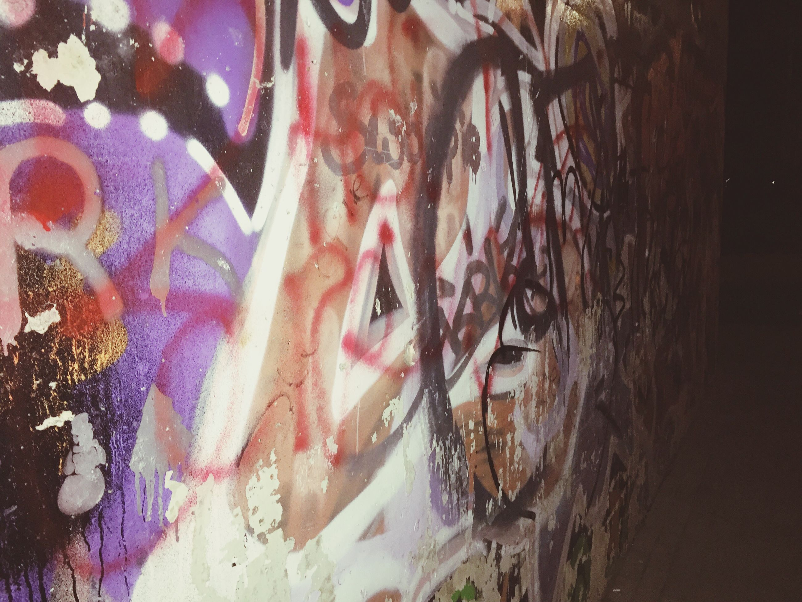 graffiti, art and craft, creativity, wall - building feature, art, indoors, built structure, architecture, multi colored, abandoned, messy, no people, damaged, wall, day, close-up, building exterior, old, obsolete