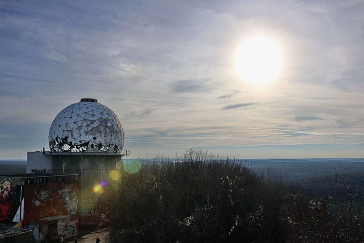 Blick von der NSA-Abhörstation auf dem Teufelsberg in Berlin / View from the NSA-Listeningstation at the Teufelsberg in Berlin NSA Station Berlin Fieldstation Abhörstation Teufelsberg Nsa Field Station Listening Station Travel Destinations Sunset Dome Architecture No People Built Structure Sky Outdoors EyeEm Nature Lover Betterlandscapes Landscape Aerial View Scenics