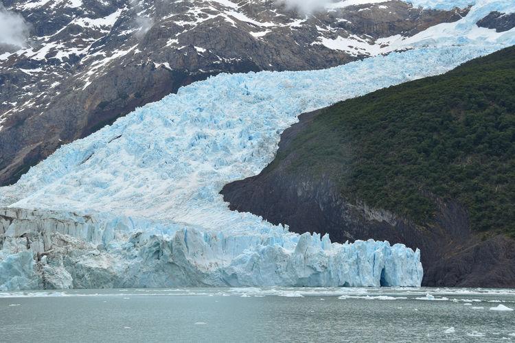 Impressive glacier tongue of spegazzini glacier at lago argentino, patagonia, argentina
