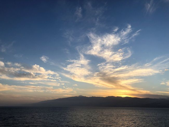 Sky Water Beauty In Nature Cloud - Sky Scenics - Nature Sunset Tranquility Mountain Tranquil Scene Sea Nature No People Idyllic Waterfront Outdoors Environment Remote Silhouette Sonnenuntergang Abendsonne Abendstimmung Wolkenkunst Wolkenbilder Wasserspiegelung Berge Und Meer